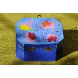Cutie pictata albastra cu flori